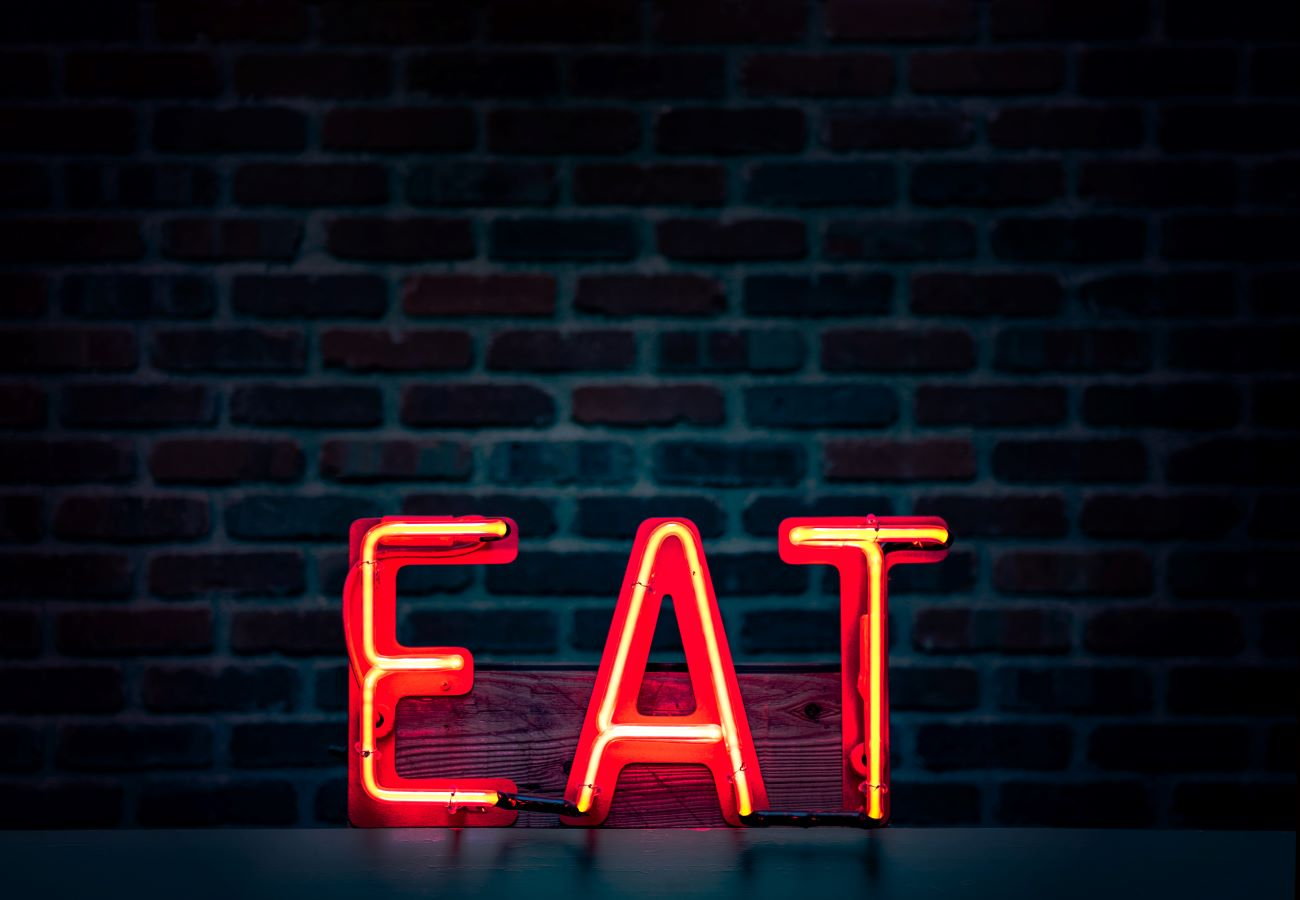 eat sign at tampa bay area restaurant